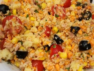 Couscous-Salat mit Thunfisch und Mais